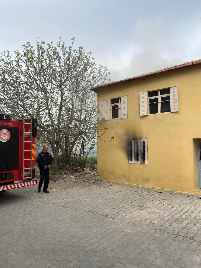 Seferihisar'da boş evde çıkan yangın söndürüldü