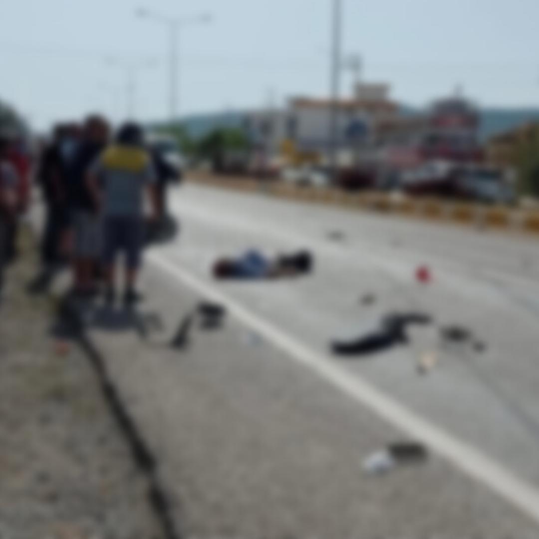 Ürkmez'de otomobil ile motosiklet çarpıştı: 1 ölü