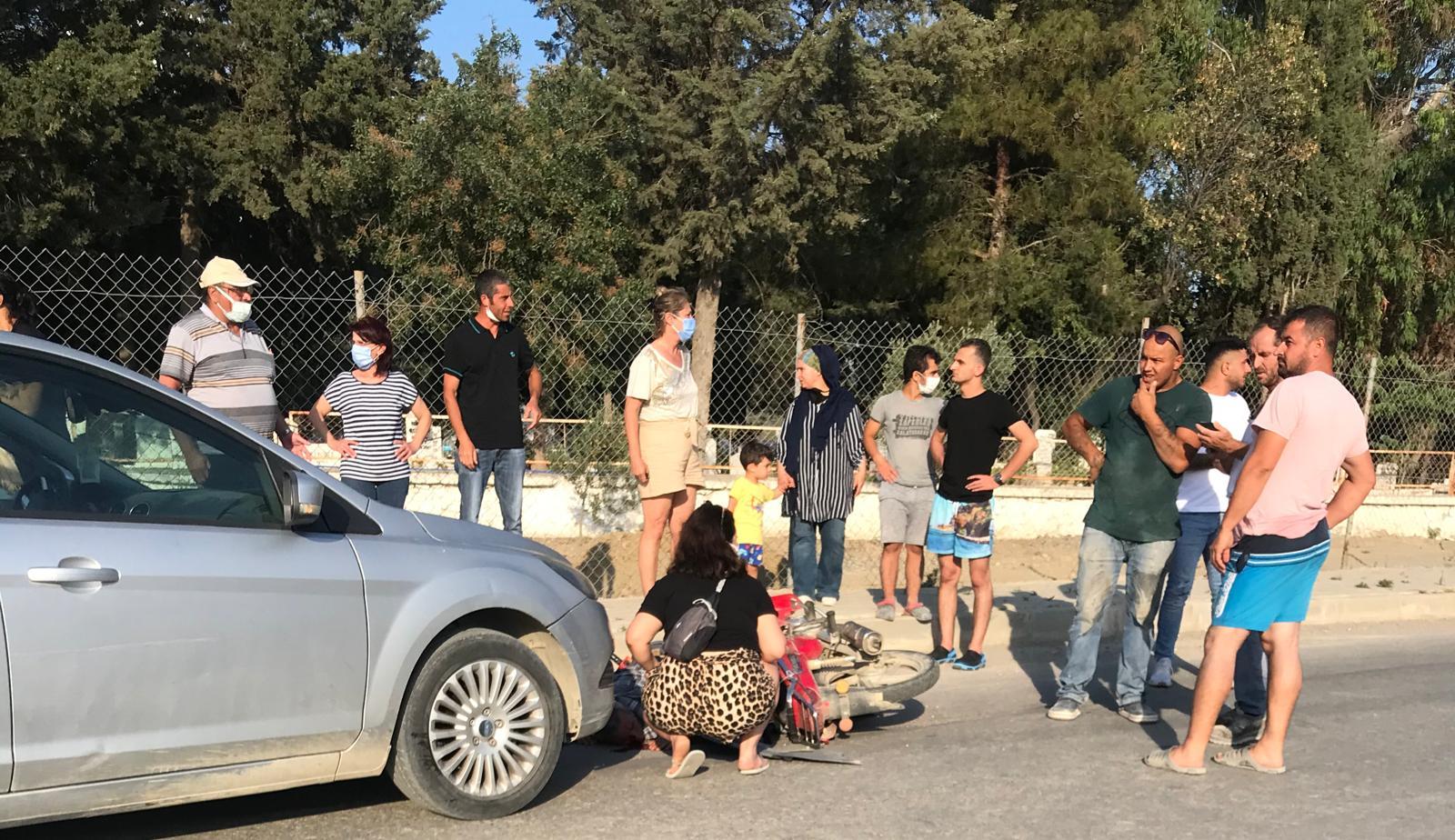 Seferihisar'da ağır yaralanan motosiklet sürücüsü yerde uzun süre ambulans bekledi